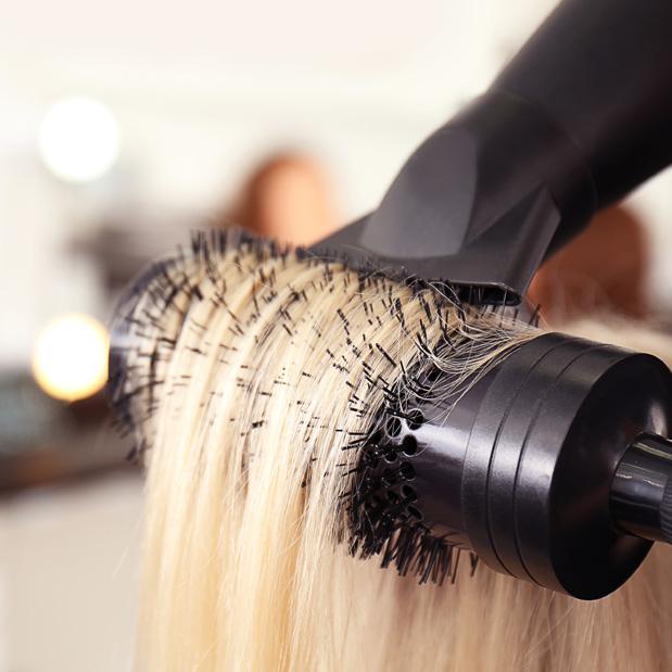 Haare föhnen / stylen