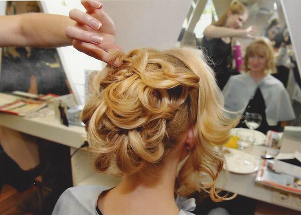 Brautfrisur und Braut-Make-Up