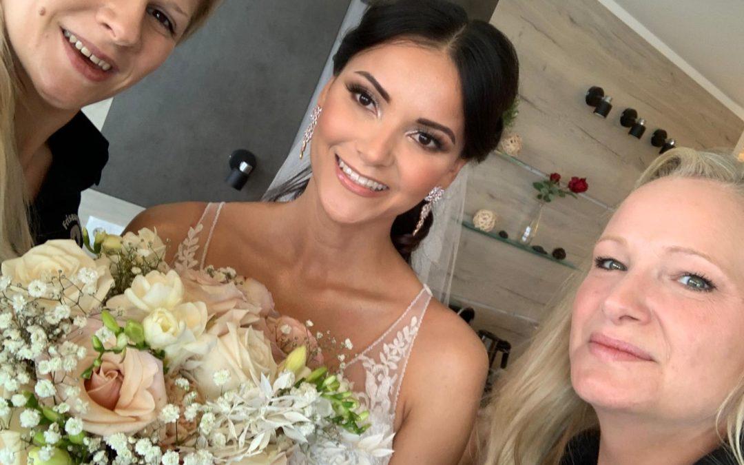 Unser mobiler Hochzeitsfriseur von Cut and more bei Kattia Vides' Hochzeit